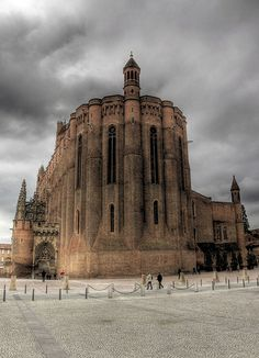 albi cathedral, france Oh The Places You'll Go, Places To Visit, Honfleur, Fontainebleau, Castle Ruins, Local Attractions, France, Chapelle, Place Of Worship