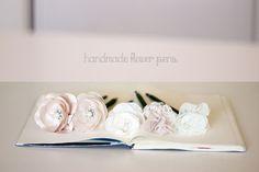 handmade flower pens for guest book Wedding Pins, Wedding Groom, Dream Wedding, Wedding Stuff, Wedding Flowers, Wedding Ideas, Flower Pens, Guest Book Sign, Sister Wedding