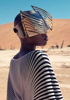 "Narcisse Magazine ""Those Without Shadows"" desert fashion editorial, gold visor / olokosmon / lunettes / technologie Trend Fashion, Look Fashion, Editorial Fashion, Fashion Art, Fashion Design, Black Is Beautiful, Cyberpunk, Desert Fashion, Inspiration Mode"