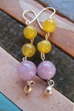 PRECIO: 7€. Pendientes de plata y ojo de gato. Combinación color piedras a elegir entre blanco, verde, lila (amatista), naranja y amarillo. Hecho a mano