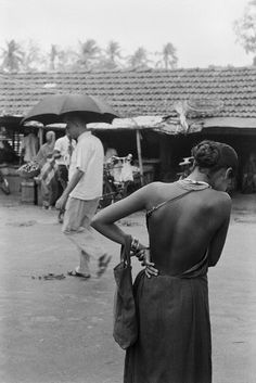 fotojournalismus: India, Photographs by Pierre de Fenoÿl (A well traveled woman) Inspiration Photoshoot, Style Inspiration, Beautiful Love Stories, Beautiful People, Timeless Fashion, Vintage Fashion, Fotojournalismus, The Style Council, A Well Traveled Woman