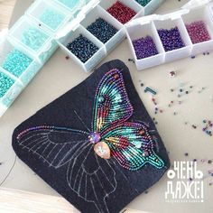 beaded jewlery Informations About beaded jewlery Pin You can easily us Bead Embroidery Tutorial, Tambour Embroidery, Bead Embroidery Patterns, Embroidery On Clothes, Bead Embroidery Jewelry, Beading Patterns, Hand Embroidery, Beading Ideas, Beaded Jewelry Designs