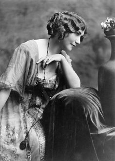"silent–era: """"Lois Weber, 1914. Photo by Bosworth Studio "" """