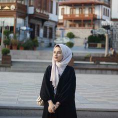 Modern Hijab Fashion, Abaya Fashion, Casual Hijab Outfit, Hijab Chic, Beautiful Muslim Women, Beautiful Hijab, Hijab Makeup, Hijab Cartoon, Hijab Stile