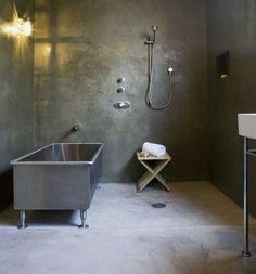 Badezimmer Ohne Fliesen Beton Optik Wand Badewanne Metall Modern Grau