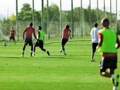 Equipos de fútbol profesionales acuden año tras año a Oliva Nova Sport Center para realizar sus concentraciones de pretemporada y así afrontar con éxito sus competiciones.
