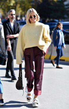The Best Street Style from Beginning of Paris Fashion Week - See what Paris is wearing this season - lovely street style looks to replicate! Outfits Winter, Outfits Otoño, Fashion Outfits, Stylish Outfits, Cool Street Fashion, Paris Fashion, Autumn Fashion, Celebrity Street Fashion, Spring Fashion