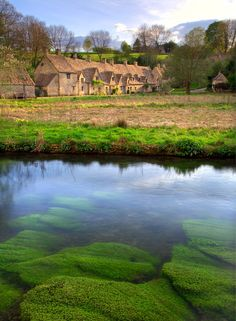 Grab your wellies, wrap up and head to the Cotswolds. It might get a little soggy, but it looks so picturesque that we don't mind. We recommend a stay at the Macdonald Alveston Manor. Countryside Village, Countryside Style, England Countryside, Cotswolds Hotels, Road Trip Uk, Arlington Row, Road Trip Photography, Dog Friendly Hotels, Diys