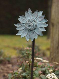 Solsikke blomst på bronzepind Bronze, Dandelion, Flowers, Plants, Sculptures, Dandelions, Plant, Taraxacum Officinale, Royal Icing Flowers