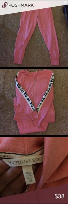 awesome Victoria& Secret sweatpants outfit Victoria& Secret pink sweatpants an. Victoria Secret Sweatpants, Sweatpants Outfit, Victoria's Secret Pink, Hoodies, Best Deals, Womens Fashion, Awesome, Outfits, Style
