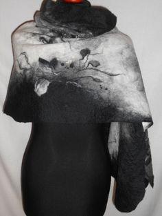 Biało czarny może się podobać. http://pl.dawanda.com/shop/filcykowo