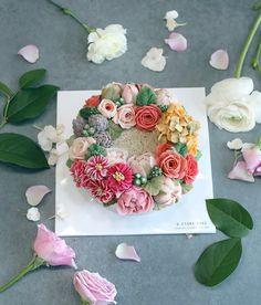 봄💕 #꽃피는봄날 #봄날 #봄 #케이크 #꽃케이크 #일상 #플라워케이크 #꽃스타그램 #꽃 #flowercake #instacollage #cakedesign #flower #꽃시장 #라넌큘러스 #화이트데이 #선물 #ranunculus #spring #pink #분홍분홍 #예쁘다 #디저트 #앙금플라워