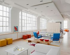 Wonderful colours in bright light combined with clear structures. Residence 2990 par Shelton Mindel & Associates