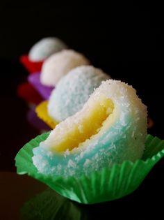 My Kitchen: Mochi (糯米糍) Japanese Treats, Japanese Food, Japanese Desserts, Chinese Desserts, Japanese Candy, Japanese Recipes, Asian Recipes, Dessert Chef, Dessert Recipes