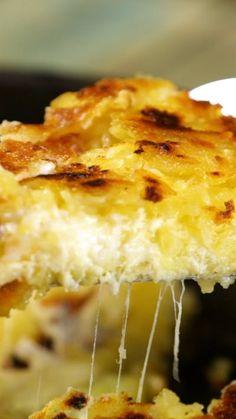 Receta con instrucciones en video: La papa rosti sola ya no alcanza, ¡debes probar esta bomba rellena de queso!  Ingredientes: 1 kg. de papas, 2 cdas. de mantequilla, 6 cdas. de aceite de oliva,...