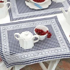 Chicken Scratch, Broderie Suisse, Swiss, Bordado espanol, S Chicken Scratch Patterns, Chicken Scratch Embroidery, Sewing Crafts, Sewing Projects, Gingham Fabric, Mug Rugs, Table Toppers, Table Linens, Cross Stitch Embroidery