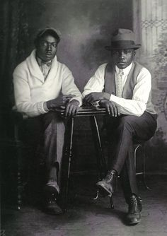 GQ 1931 Image from the book, A True Likeness: The Black South of Richard Samuel Roberts, Richard Samuel Roberts, photographer. African American Vernacular Photography via Black History Album. Hipster Grunge, Grunge Goth, Street Style Vintage, Mode Vintage, Vintage Men, Vintage Prom, Vintage Style, Kings & Queens, The Jackson Five