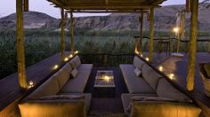 A rustic outdoor lounge space at Serra Cafema makes the most of Namibia's rocky hillside backdrop, seamlessly blending romance and adventure. Outdoor Lounge, Outdoor Spaces, Indoor Outdoor, Outdoor Living, Outdoor Decor, Rustic Outdoor, Chutes Victoria, Sunken Fire Pits, Porch And Balcony