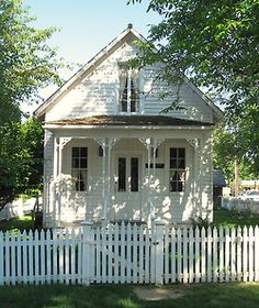 Sweet little white cottage + white picket fence (cottage inspiration)
