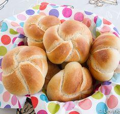 Kaiserbroodjes Kaiser Roll Recipe, Bread Recipes, Baking Recipes, Muffin Bread, Our Daily Bread, Rolls Recipe, High Tea, Bread Baking, Hot Dog Buns