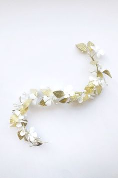 Heili Bridal spring/summer 2020 bridal accessories are full of gold! Ethel hair vine is made with hand crafted white satin flowers and gold lamé leaves and imitation pearls. The vine is flexible and can be pinned to your bridal hairdo. Bridal Hairdo, Headpiece Wedding, Hair Wedding, Tiara Hairstyles, Wedding Hairstyles, Nordic Wedding, Kardashian Wedding, Kim Kardashian, Flower Tiara