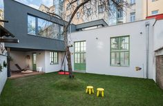 Krytou terasu lze využívat i za deště. Prague, Living Spaces, Garage Doors, Studio, Outdoor Decor, House, Home Decor, Pictures, Atelier
