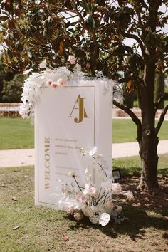 White and Gold Wedding Sign with Floral Decor | By People Truelove Tellers | Destination Wedding | Barcelona Wedding | Spain Wedding | Outdoor Wedding | Wedding Decor | Wedding Sign | Pink Wedding Flowers Rustic Wedding Signs, Wedding Signage, Decor Wedding, Gold Wedding, Diy Wedding, Wedding Flowers, Wedding Decorations, Wedding Day, Table Decorations