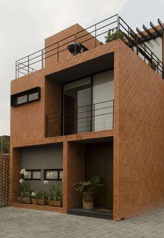 Project Rojo Luz 2 - RojoLuz. Simply and clean brick house.
