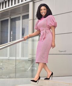 Serwaa Amihere Style: 15 Work Outfit Ideas From The Beautiful GHOne TV Presenter - - Penciled Office Gown With Puff Hands, Serwaa Amihere Source by thrivenaija Women's Dresses, Elegant Dresses, Casual Dresses, Dresses For Work, Summer Dresses, Formal Dresses, Wedding Dresses, Office Dresses, Beautiful Dresses