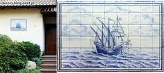 www.polandhandmade.pl#polandhandmade#ornamentyka#dekor Portugalska karawela z XVII wieku, namalowana na gresowych płytkach 11x11 cm z Tubądzina. Dekor wykorzystany na zewnątrz domu jako mural