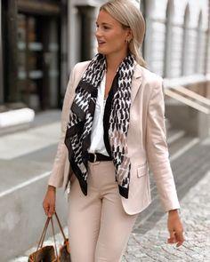 Elma Stretch Blazer deguy.no Stretches, Jackets, Women, Fashion, Scale Model, Down Jackets, Moda, Fashion Styles, Fashion Illustrations