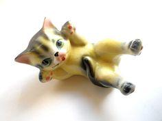 Vintage Playful Cat by heartseasevintage on Etsy