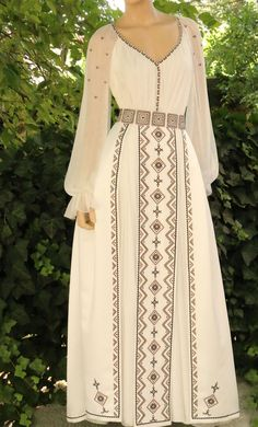 Stylish Dresses, Women's Fashion Dresses, Patterned Work Dresses, Greek Wedding Dresses, Hijab Evening Dress, Mode Abaya, Kurta Designs Women, Mexican Dresses, Russian Fashion