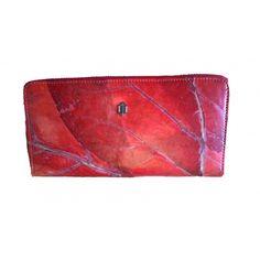 Portemonnee rood gemaakt van bladeren
