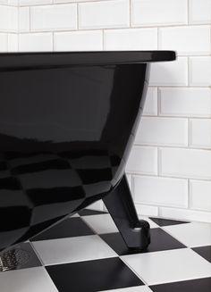 Badkar med tassar i svart utförande ger en effektfull känsla till ditt  badrum.  eea9a564da9c8