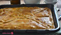 Cuchillito y Tenedor: Empanada de pollo con masa fina y crujiente.