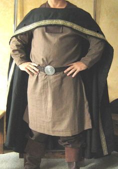 Medieval Celtic Lord Cloak. Does this flip right over head without fastener? Perhaps just a slit on one side of a cloth half circle.
