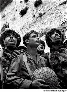 El Kotel En la primavera de 1967, el 15 de mayo, el entonces Presidente de Egipto, Gamal Abdel Nasser, expulsó a la Fuerza de Paz de la ONU de la península del Sinaí. Posteriormente ordenó el cierr…