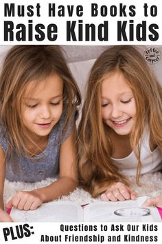 Must read books to raise kind kids. This list includes books on kindness and friendship plus discussion starters to help kids understand what makes a good friend. Gentle Parenting, Parenting Hacks, Mindful Parenting, Natural Parenting, Kindness Activities, Fun Activities, Books About Kindness, Special Needs Mom, Kind Person