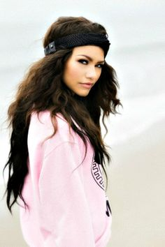 I wish i could meet her. I love her style & music. I am a big fan :) even if i dont meet her,i want her to follow her dreams and stay on replay # zendaya-golden maree!