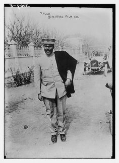 En enero de 1914, Pancho Villa se convirtió primera superestrella mexicana de Hollywood , cuando firmó un contrato exclusivo con la Mutual Film Corporation. A cambio de 25.000 dólares , se acordó mantener otras compañías cinematográficas de su campo de batalla, para luchar contra la luz del día siempre que sea posible , y para reconstruir las batallas si el material necesario reshooting .