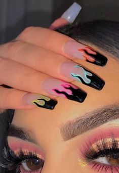 Semi-permanent varnish, false nails, patches: which manicure to choose? - My Nails Cute Acrylic Nail Designs, Best Acrylic Nails, Summer Acrylic Nails, Pastel Nails, Summer Nails, Cool Nail Designs, Colorful Nail Designs, Painted Acrylic Nails, Black Acrylic Nails