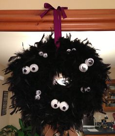 How to make a Halloween Boa Googly Eyed Wreath via www.ParticularGirl.com