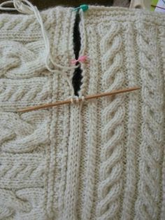 Joining blanket square Cast on three stitches on dpn. Slip last stitch to rh nee. Joining blanket square Cast on three stitches on dpn. Slip last stitch to rh needle, pick up edge stick, pass slip stitc. Knitting Help, Knitting Stitches, Knitting Patterns Free, Knit Patterns, Hand Knitting, Knitting Designs, Loom Knitting Blanket, Free Pattern, Sweater Patterns