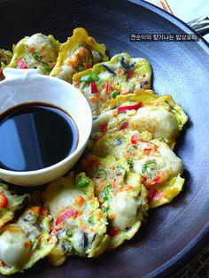 [굴전]바다향가득 향긋한 굴전 간편하고 쉽게 부침하는 간단팁 – 레시피 | Daum 요리 Spicy Recipes, Asian Recipes, Cooking Recipes, Healthy Recipes, Korean Dishes, Korean Food, Tasty, Yummy Food, Food Design