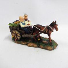 Enfeite vovô e vovó em resina com carroça para decoração - Mari Presentes…