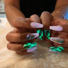 I wonder how they get it to glow like that Fancy Nails, Cute Nails, My Nails, Nail Ring, Nail Manicure, Manicures, Stylish Nails, Trendy Nails, Glow Nails