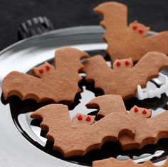 The gingerbread men of Halloween, Sweet Bat Treats and a Chocolate Biscuit Recipe - from MollyMooCrafts.com