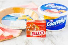 Box of Jello, Cool Whip and Graham Cracker Crust Jello Pie Cool Whip, Cool Whip Pies, Cool Whip Desserts, Low Fat Desserts, Jello Recipes, Köstliche Desserts, Dessert Dips, Pudding Desserts, Healthy Desserts