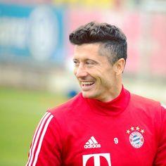 @_rl9 #MiaSanMia #FCBayern #packmas #CFCFCB #Lewandowski #DFBPokal #Training #Smile